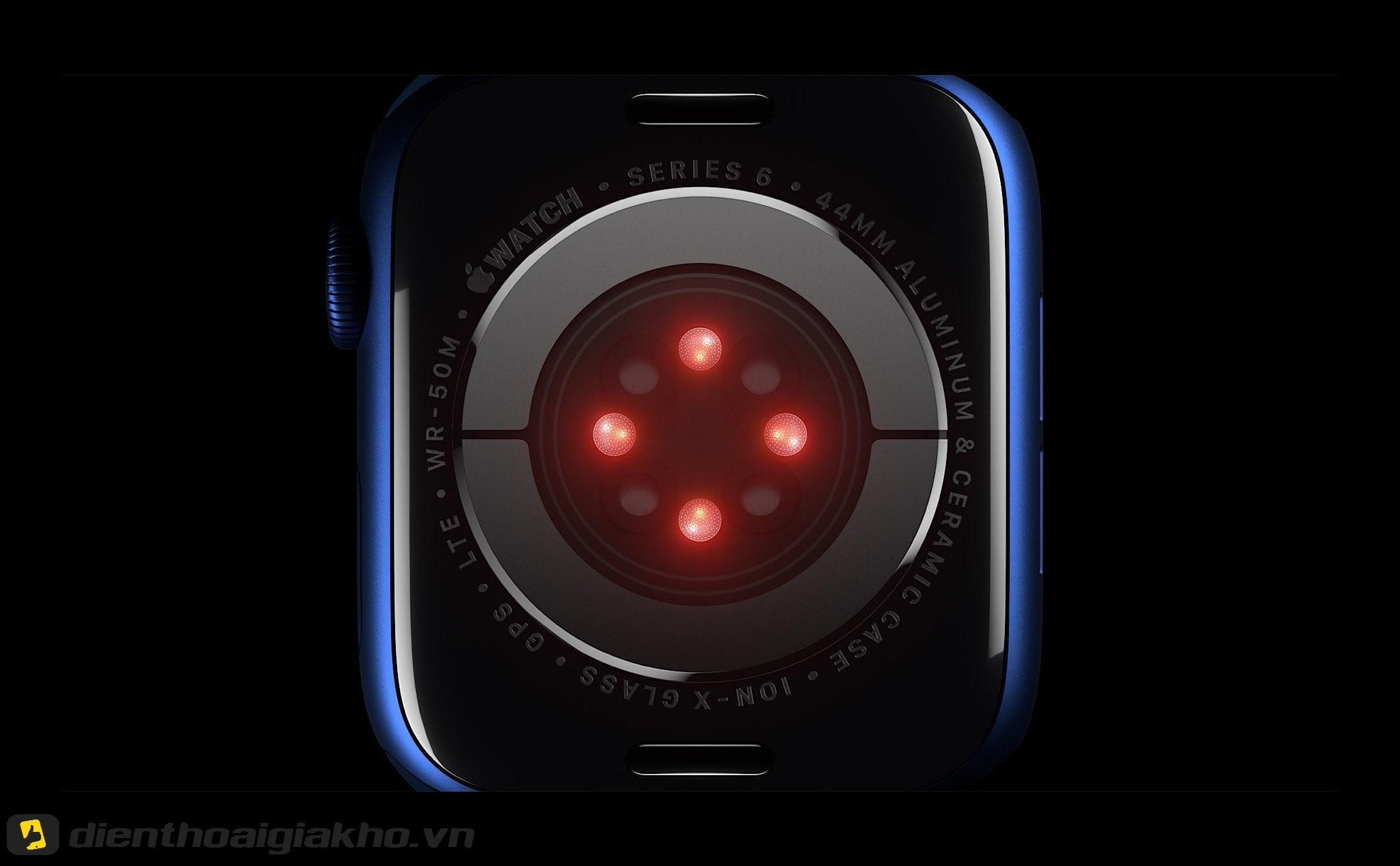 Ứng dụng tia hồng ngoại trong việc đo nồng độ Oxy trong máu nổi bật của Apple Watch Series 6 40mm GPS.